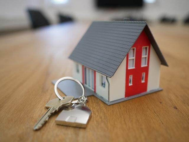 ejendomsmægler definition